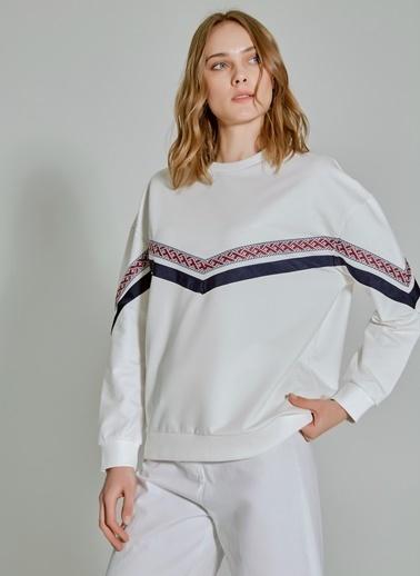 People By Fabrika Şerit Detaylı Sweatshirt Ekru